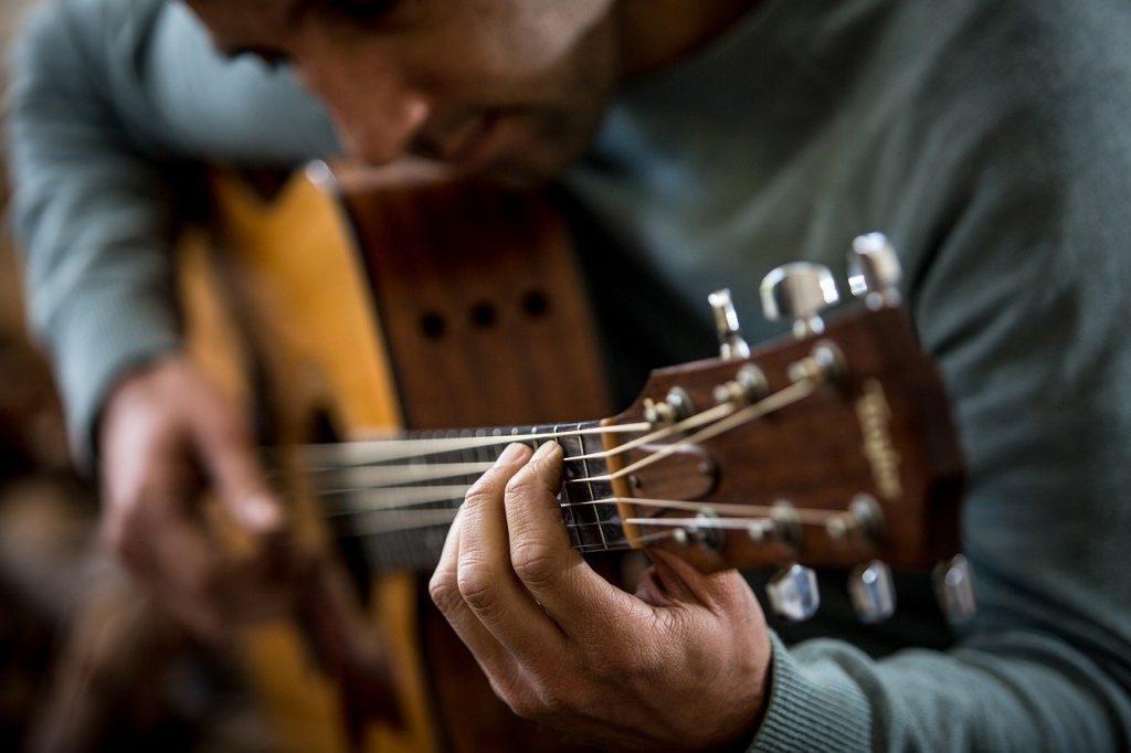 Corsi di chitarra online, l'idea regalo già scelta da migliaia di persone, il 48% in più rispetto allo scorso anno